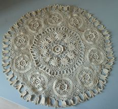 Table centre in hand embroidered cotton from a private French collection