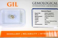 Diamond, 0.39 ct, in sealed GIL certificate, SI1, fancy yellowish grey, no reserve price