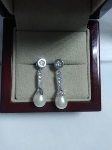 18 kt white gold earrings with zirconias and aljofar pearl 25 mm