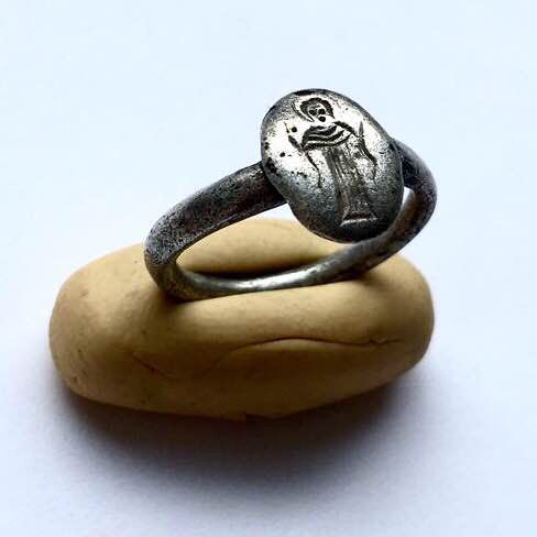 Ancient Byzantine Silver Ring engraved with a Virgin Mary nimbate and Orans. Very Rare. / 16mm