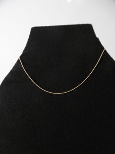 18 kt gold chain.