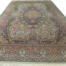 "Kashmir - 222 x 137 cm - ""Oriental rug in Silk - In beautiful vintage condition""."