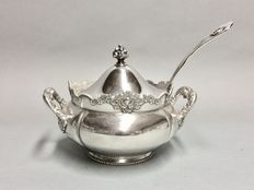 Antique silver plated terrine with soup ladle, Rogers Plate Company, U.S.A, approx. 1880/1890