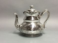 Silver plated tea pot with floral engraving, England, approx. 1880