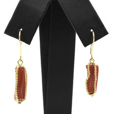 18 kt yellow gold – Earrings – Pacific coral – Earring height: 34.00 mm