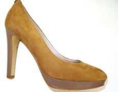 Michael Kors - very elegant,  charming, suede, gold-brown tending to ochre colour, courts.