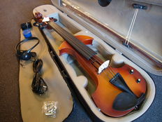 New electric violin 4/4, 6-string, complete with case, bow, headphones, fine-tuners and rosin