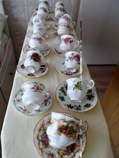 16 x English cup and saucer in very nice condition with 1 x special edition for Majesty the Queen - Chippendale