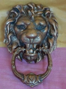 Baroque style - Brass door knocker in the shape of a lion head - Italy - 20th century