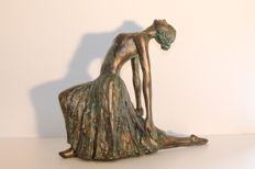 Big image of a dancer, totally coated by a bronze patina.