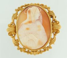 Yellow gold cameo brooch, 18 kt