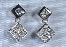 18 kt. White gold earrings with pavé diamonds. Total: 0.24 ct. Length: 15.50 mm.  No reserve.