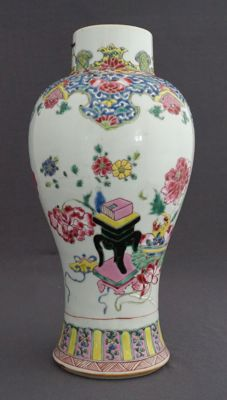 Famille rose Baluster vase - China - 18th century