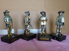 Four bronze statues of the 1970s depicting D'artagnan and the three Musketeers on granite base - Limited Edition work by the artist Anna Danesin (see internet) and sold by renowned jeweller Sammartino of Campobasso - they have been etched