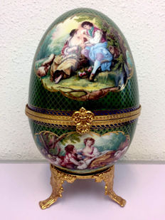 Large porcelain egg on a gold-plated stand and gold plated clasp in Romantic presentation - 25 cm