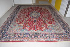 This is a top quality Persian rug, Kerman, approx. 400 x 300cm.