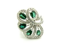 Ring in 925 silver, with peridot and cubic zircons, brilliant cut.Size: 16 (56)