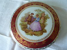Big and beautiful candy box in Limoges porcelain representing a scene of Fragonard - stamped