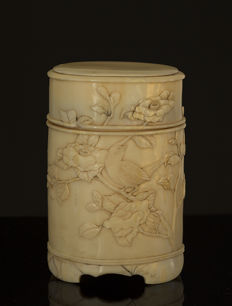 A fine Ivory brushpot magpie - Japan - 19th century