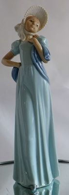 NAO by Lladro - Large porcelain sculpture of a young woman