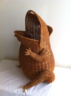 Vintage rattan magazine frog shaped rack, ca. 1960, Netherlands