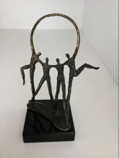 "Corry Ammerlaan van Niekerk - Bronze sculpture ""Verbondenheid"" (Connectedness)"