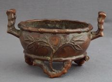 Bronze, incense burner with bamboo decoration, with six-character mark - China - 2nd half 20th century.
