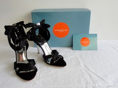 Karen Millen – summer courts – new in box