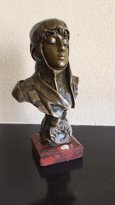 Emmanuel Villanis (1858-1914) - 'Dalila' - bronze bust of a woman on marble base