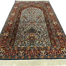 Kashmir - 155 x 89 cm - finely knotted and richly decorated, oriental carpet in silk - clean carpet in wonderful, virtually unused condition.