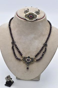 Silver jewellery set, 835/1000, inlaid with garnets and marcasites