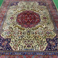 Wonderful handowven Orient Qom carpet - figurative! 370 x 275 cm, approx. 1990
