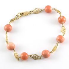 18 kt yellow gold – Bracelet – Natural Pacific coral – Length:  18.00 cm (approx.).