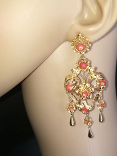 Exclusive large earrings, 8.2 cm long, made in shiny and matte 18 kt gold with Pacific coral. Low reserve