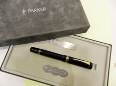 Fountain pen Parker Duofold Centenial Black . Black Resin and gold nib.