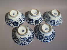5 stamped tea bowls, blue/white porcelain - China - 19th century