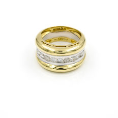 18 kt white and yellow gold – Two-tone gold heavy cocktail ring – Brilliant-cut diamonds of 1 ct – Cocktail ring inner diameter: 19.50 mm (approx.).