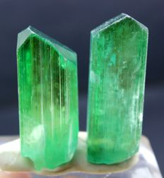 V Shape Terminated Lush Green Kunzite Hiddenite Crystals Pair - 118 Gram (2)