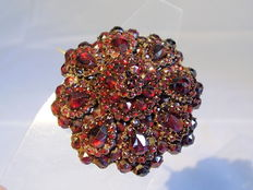 Large Victorian brooch with garnet in antique rose cut