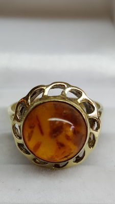 14 kt yellow gold women's ring set with amber, no reserve price!