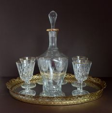 Mirror tray with crystal carafe and glasses