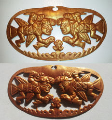 Moche Gold Nose Ornament with 2 Anthropomorphic Figures - W. 17,0 cm - H. 9,3 cm - Circa 300-500 A.D.