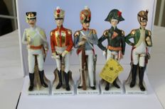 Officier Fine italian porcelain figures - 5 pieces