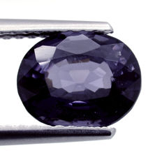 Blue spinel with slight colour change – 1.98 ct – No reserve price
