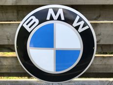 Large BMW convex advertising/dealer sign 20th century - Fine condition - Diameter is 47.00 cm.