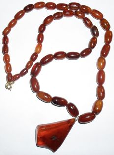 Art Deco olive amber necklace - butterscotch cocoa amber with pendant, 19.4 g - no reserve