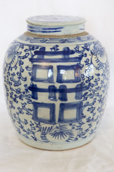 Large ginger jar with original lid - China - 19th century
