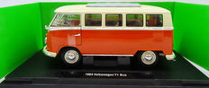 Welly - Scale 1/18 - Volkswagen T1 Bus 1963 - Colour red with white roof.