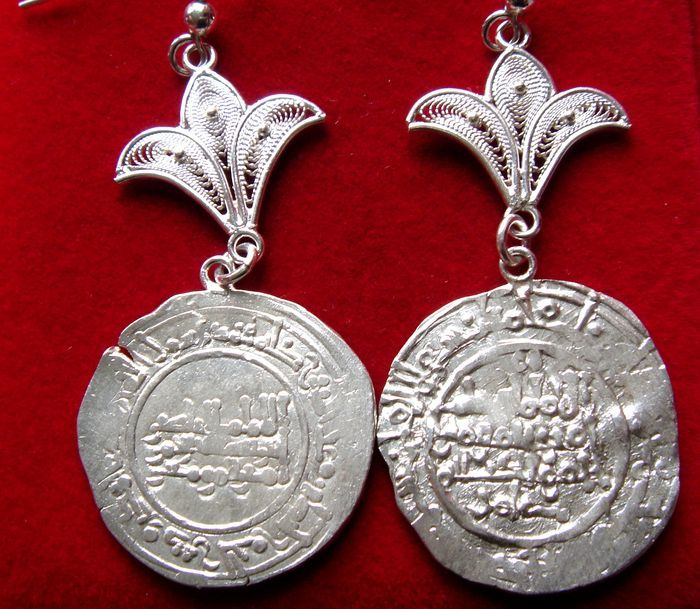 Silver pair of earrings. Andalusian filigree technique. Original ancient caliphal silver couple of coins: Abd al-Rahman III dirham. 955 A.D. and Hisam II dirham, 993 A.D.
