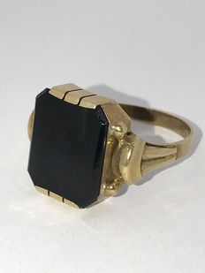 """Gold """"1950s"""" signet ring set with onyx."""